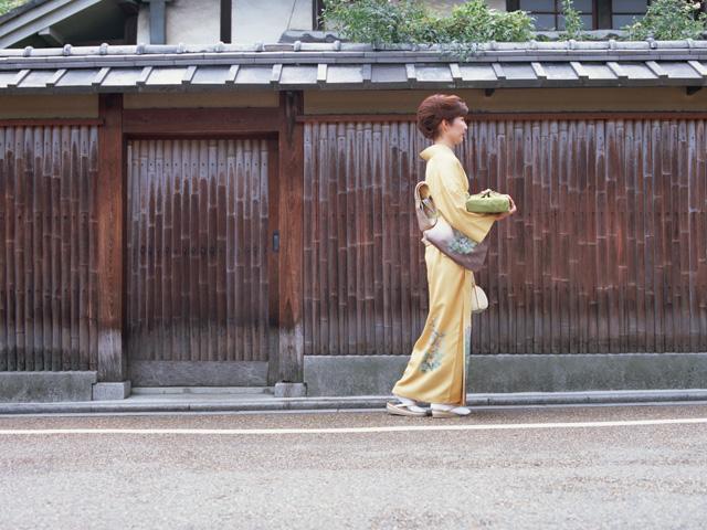 母が最も愛した着物生地屋は、大阪の四天王寺さんの露店